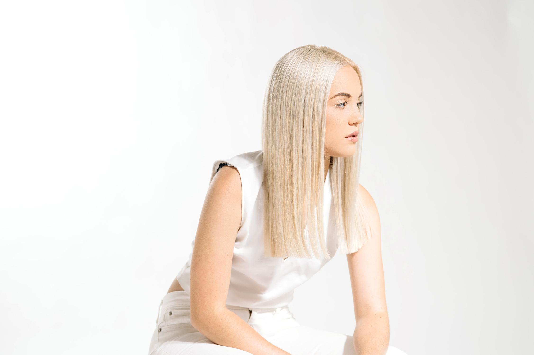 Tara Kneiser, Salon Aquarius
